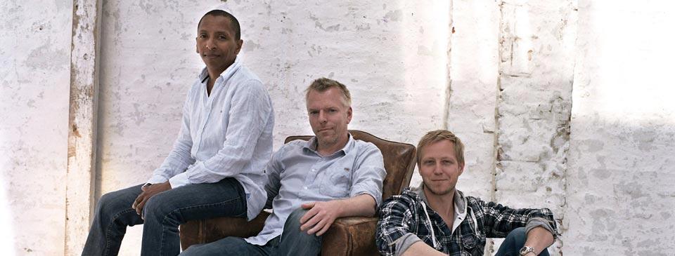 Tingvall Trio: Omar Rodriguez Calvo (Bass),  Martin Tingvall (Piano),  Jürgen Spiegel (Drums) (v.l.)