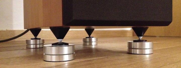 Doppel-Wupper: Die Boxen auf Spikes auf Audio Exklusiv  d.C.d. Feet führt zu einem offeneren Klangbild