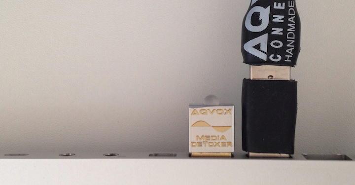 Der Aqvox USB Detoxer Terminator – hier der QL1 – wird einfach in einen freien USB A Port gesteckt