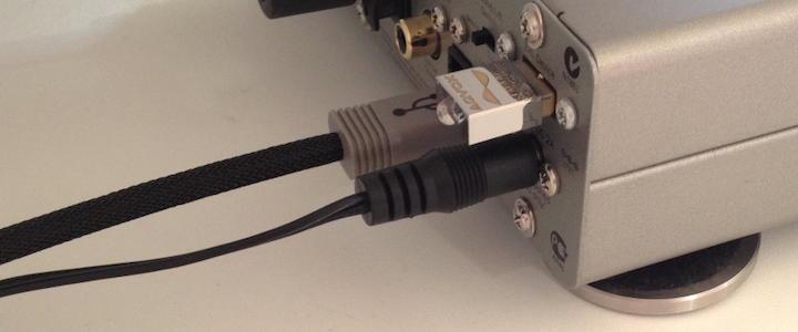 Der Port ist eigentlich für einen Bluetooth-Empfänger gedacht – dem Aqvox USB Detoxer Terminator QL2 ist das aber egal. Er räumt hörbar auch im DAC auf.