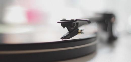 Musikgenuss ist ein weit verbreitetes Hobby – aber nicht jeder goutiert jede Darreichung (Foto: Spin von Luke Chesser auf Unsplash.com)
