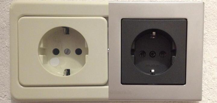 Vorher - Nachher: Die GigaWatt Steckdose (rechts) ersetzt eine Standard-Steckdose