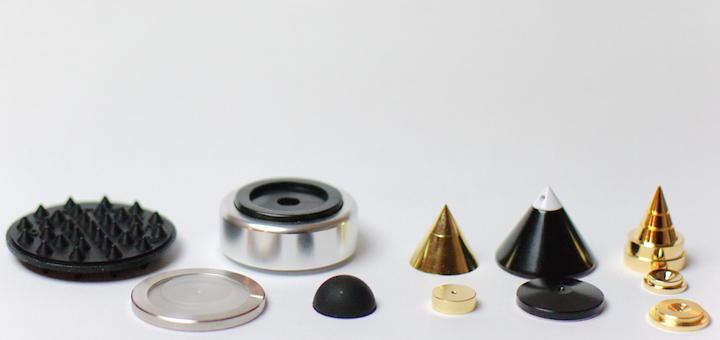 Gummi-Elemente, Silikon in Edelstahl, Metall-Spikes – es gibt eine Reihe von Optionen, seine Lautsprecher vom Boden zu entkoppeln