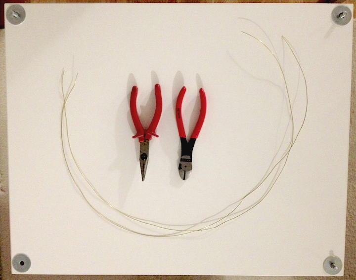 Werkzeug und Material: Die simpelste Variante, ein Rack zu erden, braucht etwas Draht, einen Seitenschneider und eine Flachzange
