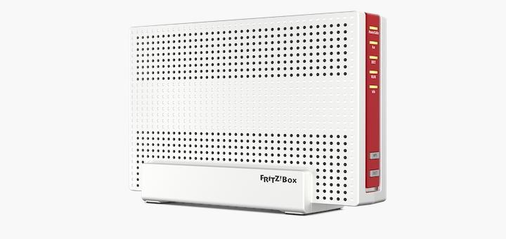 Quader statt Ufo: Die Fritz!Box 6590 Cable ist vom Design deutlich anders als ihre Vorgänger-Box, legt mit WLAN-Mesh aber technisch noch eine Schippe drauf
