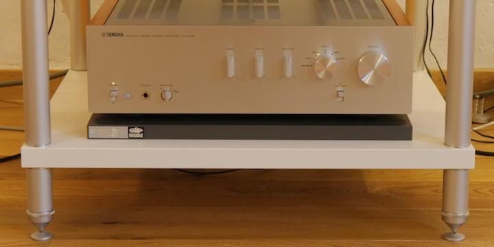 Das Label auf der linken Seite zeigt an, dass die creaktivSound Control Base so etwas heller klingt