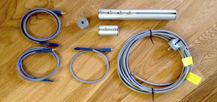 Ein langes Kabel fehlt: Das Erdungs-Set von creaktiv besteht aus Austausch-Beinen, Ausgleichs-Scheiben und passenden Kabeln für Geräte und Haus-Erdung