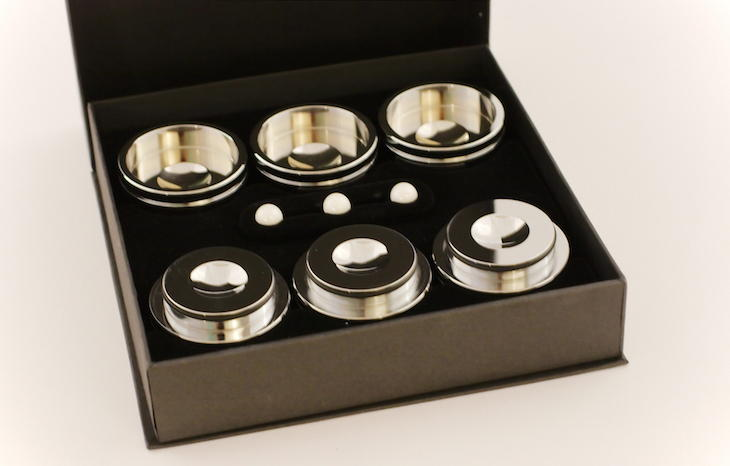 Schön verpackt: Die Albedo Cermo Gerätefüße machen schon beim Auspacken die Ohren wässrig