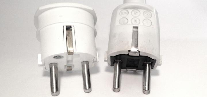 Neu gegen alt: der Creaktiv Systems Power-Plug Optimizer (links) und der originale Stecker des Audioplan PowerStar