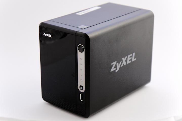 Klein, aber trotzdem ein NAS: Ein Zyxel NAS326 durfte für den Test die Daten liefern