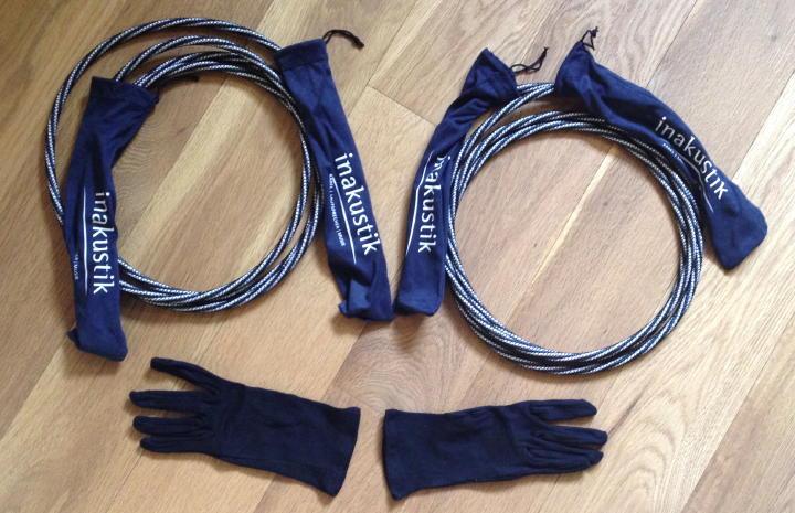 Sorgfalt als Maxime: in-akustik schützt die Stecker und liefert sogar Handschuhe für die Entnahme und Montage mit