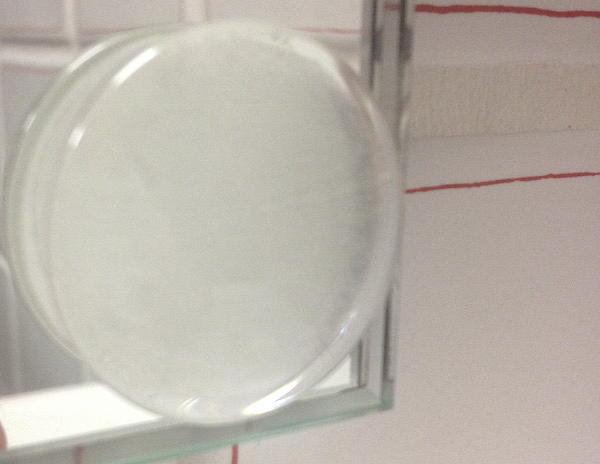 Spieglein, Spieglein an der Wand: Die creaktiv Systems TwisterStop Glaslinse 30 mm klar am Spiegel im Bad schräg gegenüber dem Hörraum