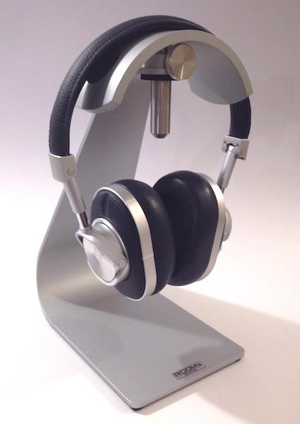 Sitzt nicht nur auf dem Kopfhörer-Stativ gut: Der Master & Dynamic MW60 trägt sich recht angenehm