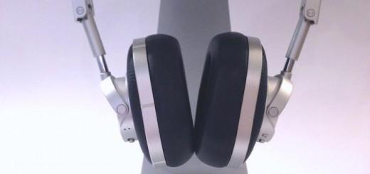 Nicht schwarz, sondern tiefdunkelblau: Der MAster & Dynamic MW60 ist in mehreren Farbvarianten erhältlich