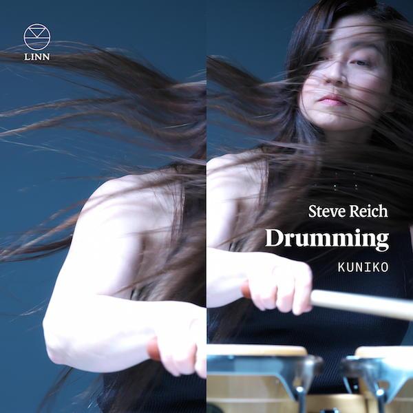 Multipliziert per Overdub: Auf Reich:Drumming spielt und singt Kuniko alle Instrumente und Stimmen selbst