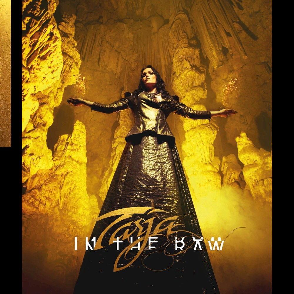 Metal-Göttin? Tarja bedient mit ihrem neuen Album In The Raw viel Konventionelles