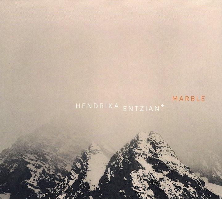 Mit Marble beweist Kontrabassistin Hendrika Entzian, dass im Genre des Bigband-Jazz noch allerhand zu entdecken ist